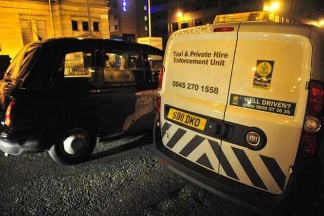 Motorista de táxi é impedido de trabalhar depois de pedir que passageiras urinassem em seu veículo