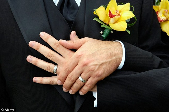Erro na lei impede que casal homossexual se divorcie e os obriga viver na Islândia