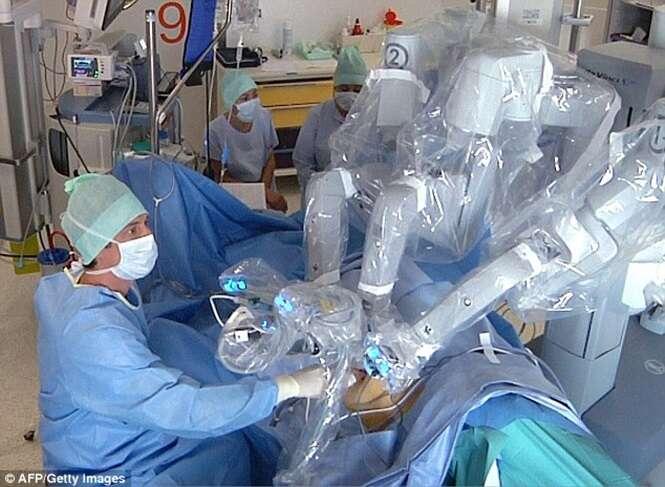 Irmãs passam por primeiro transplante de rim realizado através da vagina