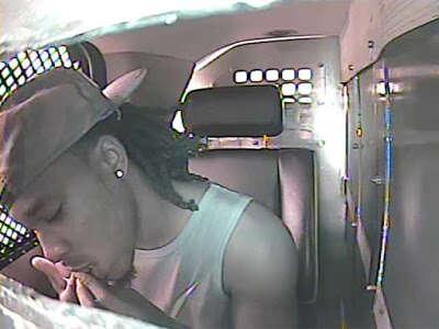 Criminoso tenta mastigar suas impressões digitais para não ser identificado