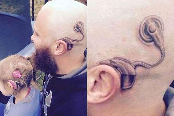 Pai faz tatuagem de implante eletrônico como o que sua filha, com deficiência auditiva possui
