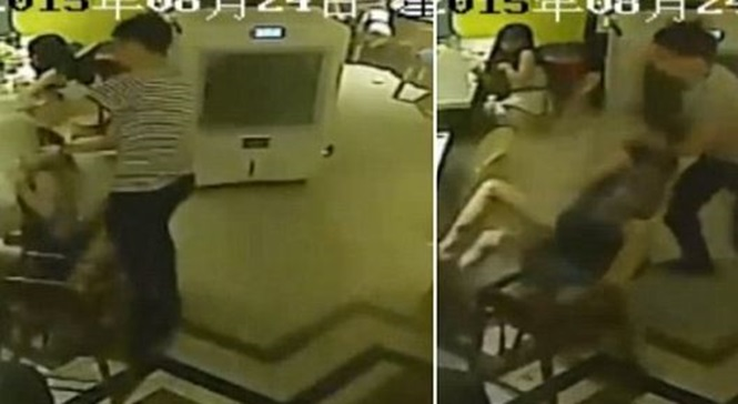 Vídeo chocante mostra momento em que garçom derrama água fervente em cliente