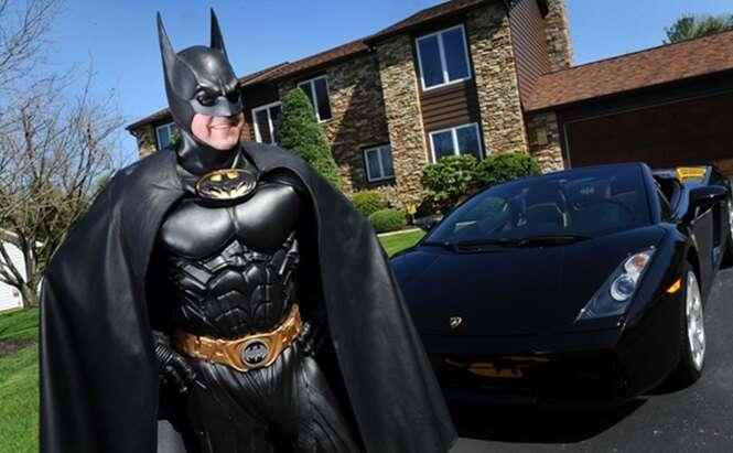 Empresário que abandonou carreira para se vestir de Batman e alegrar crianças doentes morre atropelado por seu Batmóvel