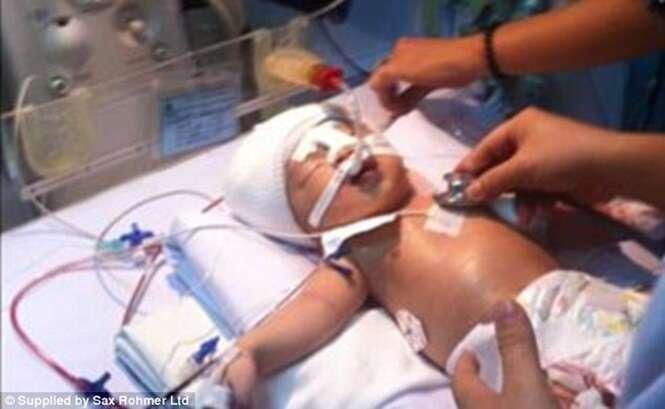 Recém-nascido fica em estado grave ao ser esfaqueado na cabeça, dentro de hospital.