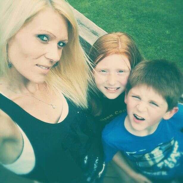 Menino de cinco anos liga para o pai e para a polícia para alertar sobre acidente fatal com a família