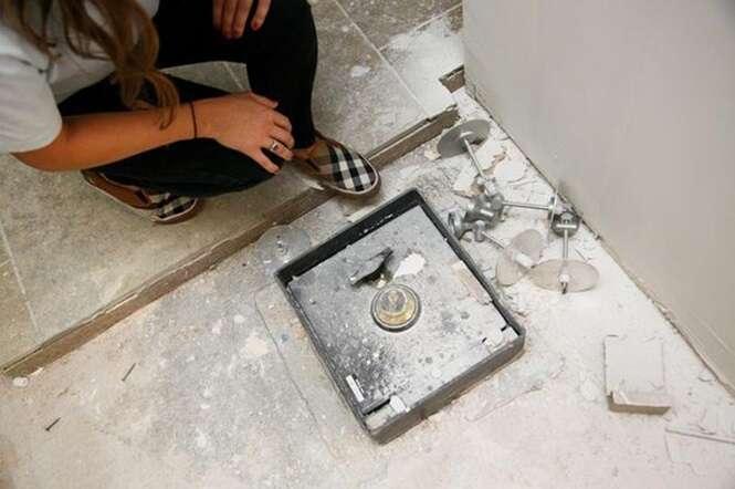 Casal encontra fortuna dentro da parede de casa enquanto fazia obra na residência