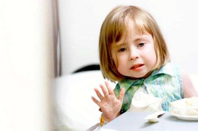 Menina que nasceu com grave deficiência morre após sua mãe lhe dar a benção