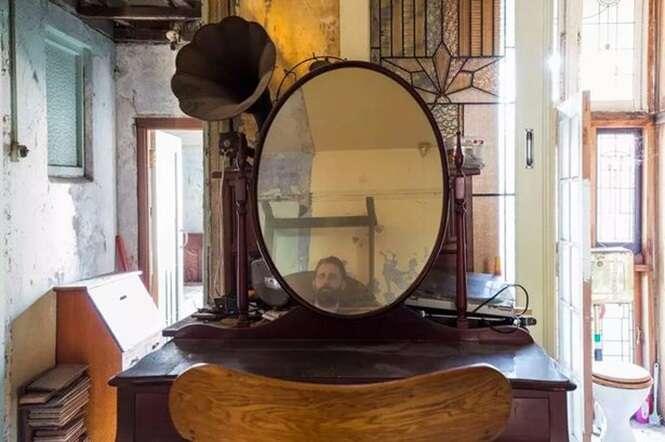 Imobiliária publica foto de aparições em casa assombrada que está sendo vendida