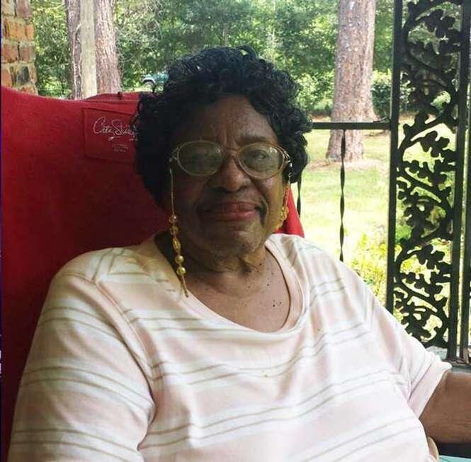 Idosa de 92 anos de idade é expulsa de igreja da qual participava há 50 anos porque não estava pagando o dízimo
