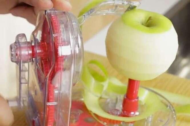 Vídeo mostra dispositivo inovador capaz de descascar maçãs