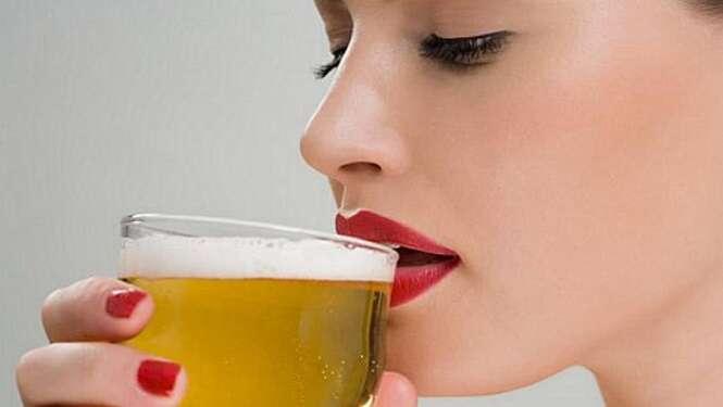Mulheres que bebem de 1 a 2 litros de cerveja por semana têm menor risco de sofrer ataque cardíaco