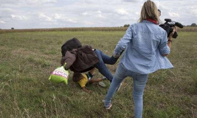 Cinegrafista é demitida após ser filmada derrubando intencionalmente pai sírio com seu filho no colo