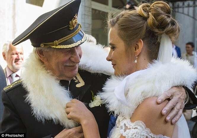 Famoso ator russo de 84 anos se casa com jovem mulher de 24 anos