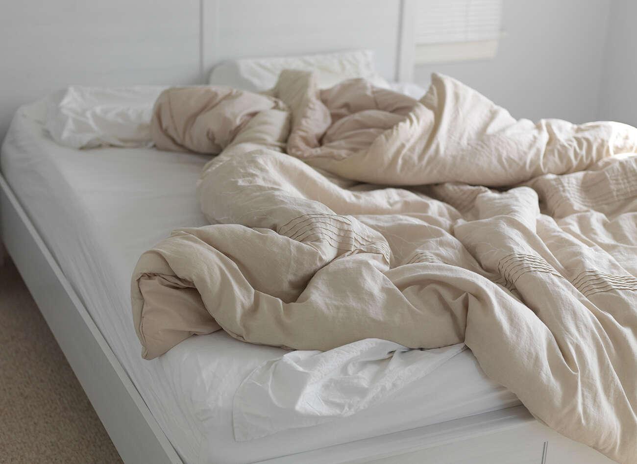 Deixar de arrumar a cama faz bem para a saúde