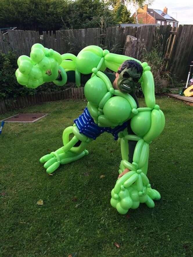 Artista cria incríveis super-heróis feitos com balões de festas