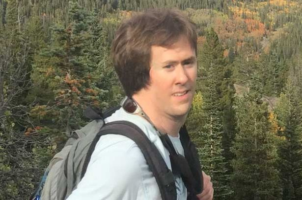 Homem vira o rosto durante captura de foto panorâmica e resultado se torna viral na web