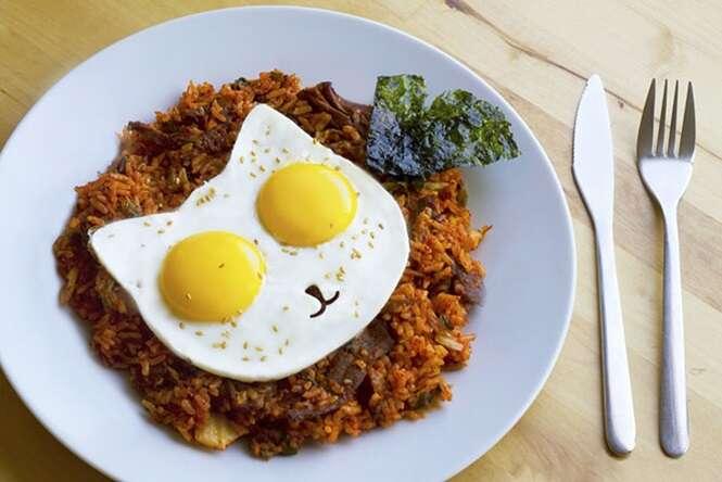 Molde de gato para ovos fritos deixa o almoço mais divertido