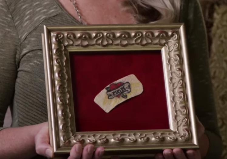 Empresa oferece serviço que emoldura tatuagem de parente falecido