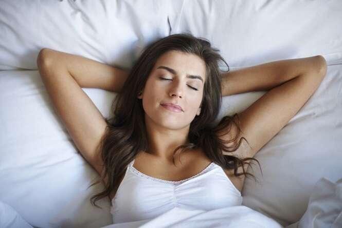 Truque simples ajuda vencer a insônia e dormir rapidamente