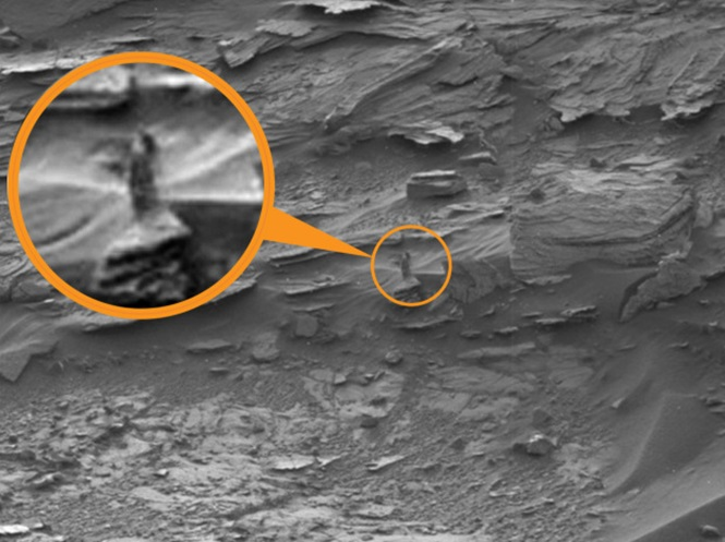 Strange women walking on mars