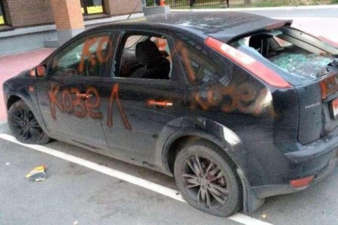 Esposa traída se vinga pichando e quebrando vidros do carro do marido