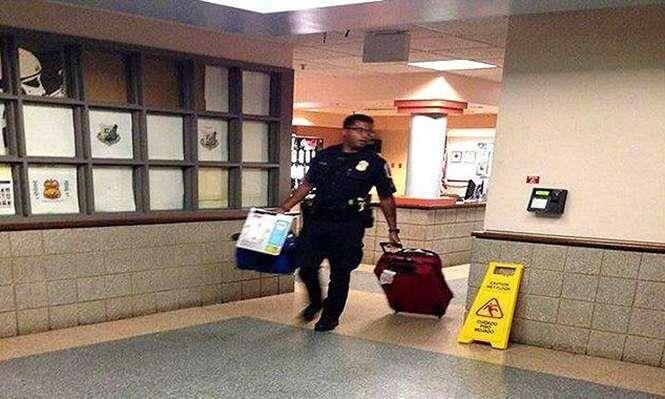Policial é flagrado pagando quarto de hotel para menina pequena e sua mãe