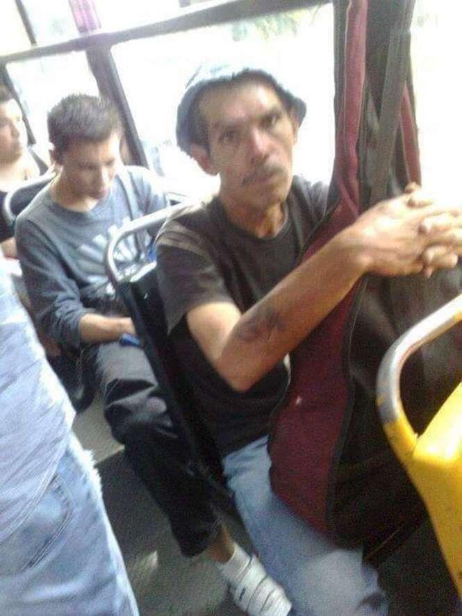 """""""Celebridades"""" flagradas dentro de ônibus"""