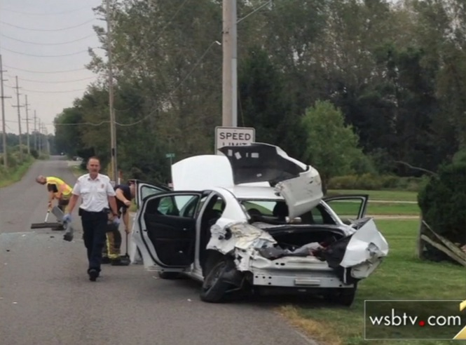 Condutora salta de carro em movimento para escapar de aranha que rastejava em seu ombro