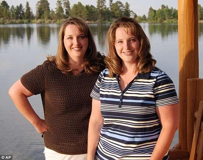 Gêmeas idênticas com filhos gêmeos estão grávidas novamente de gêmeos