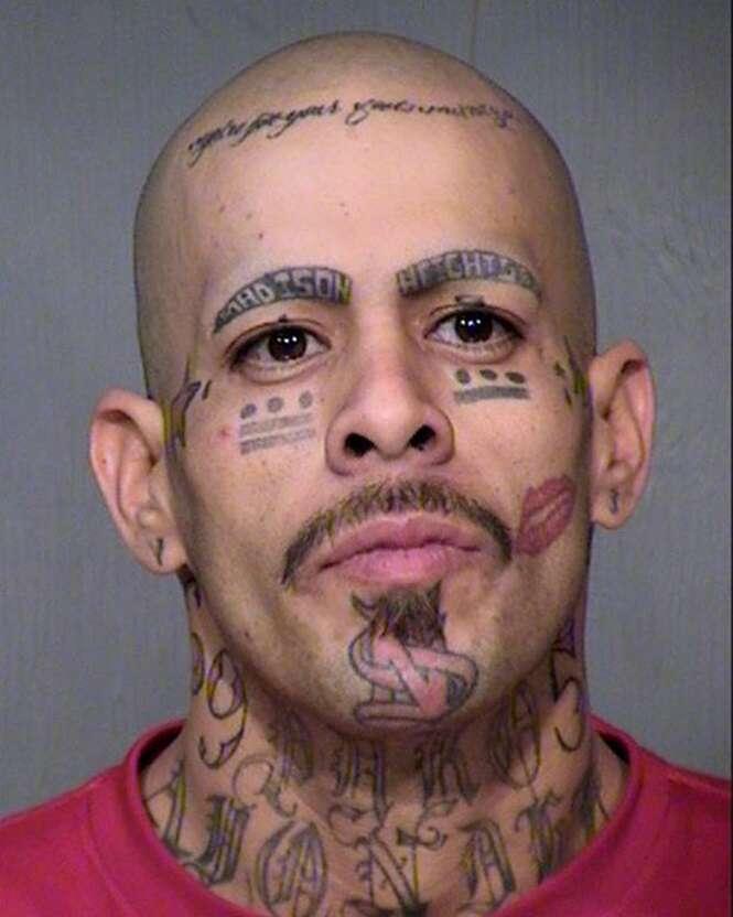 Pessoas que fizeram tatuagens bizarras no rosto
