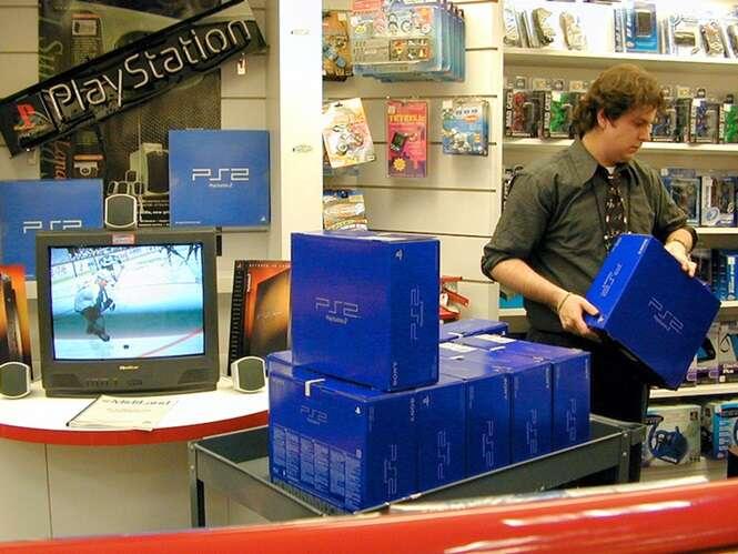 Fotos relembrando como o lançamento do Playstation 2 foi um sucesso