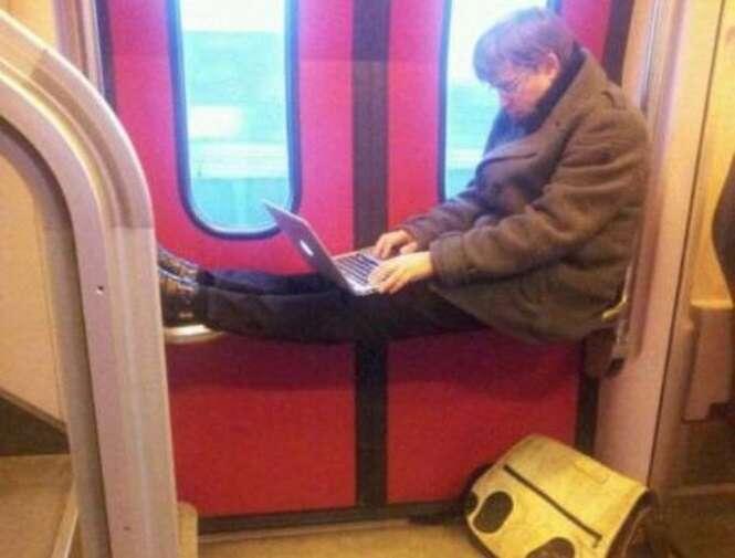 Fotos demonstrando como metrôs são estranhos