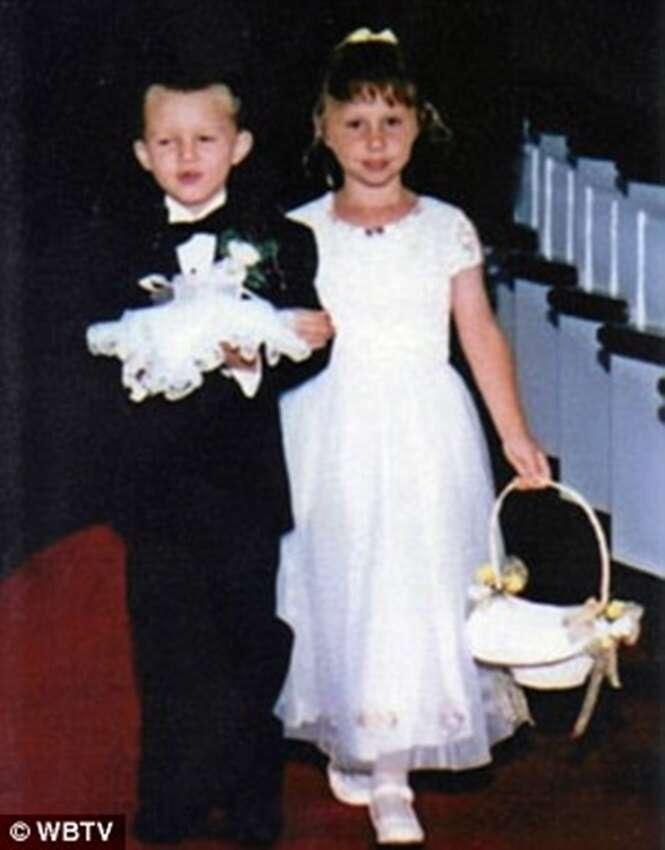 Crianças que levaram aliança aos noivos durante casamento se casam 17 anos depois na mesma igreja
