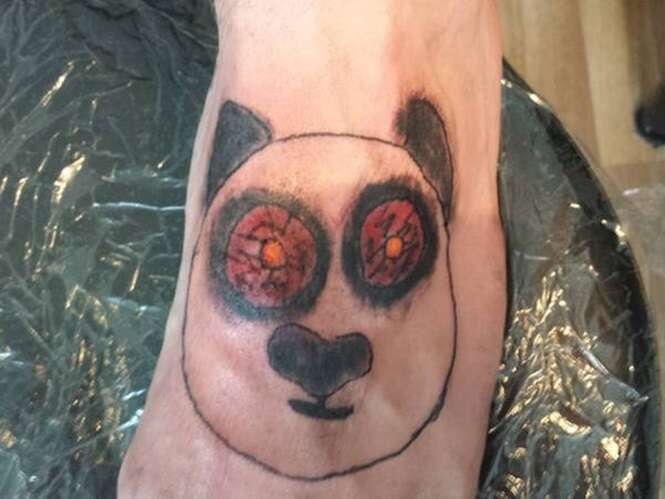 Pessoas que parecem não saber que as tatuagens são para sempre