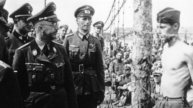 Horace confronting Nazi leader Heinrich Himmler through a barbed-wire fence