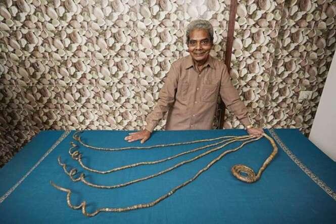 Homem com as unhas mais longas do mundo não as corta desde 1952