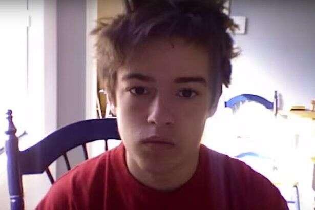 Homem criar vídeo a partir de selfies capturadas durante 8 anos para mostrar como se transformou de adolescente em adulto