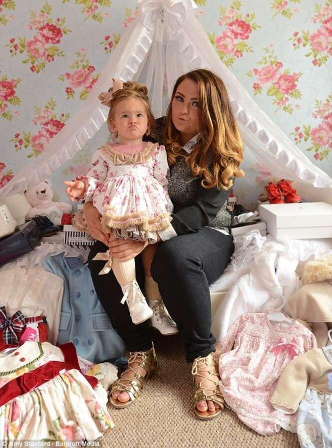 Mãe gasta mais de 120 mil reais para transformar filha de 1 ano em rainha da beleza