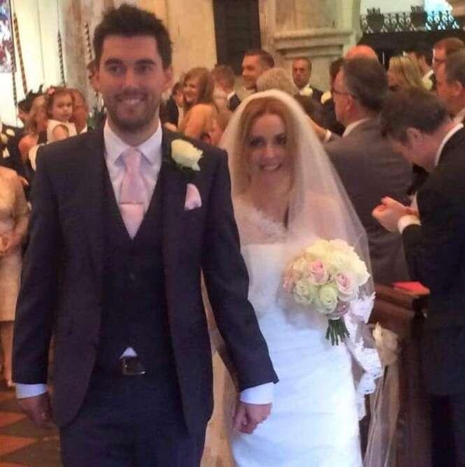 Marido recém-casado encontra esposa morta em acidente de carro