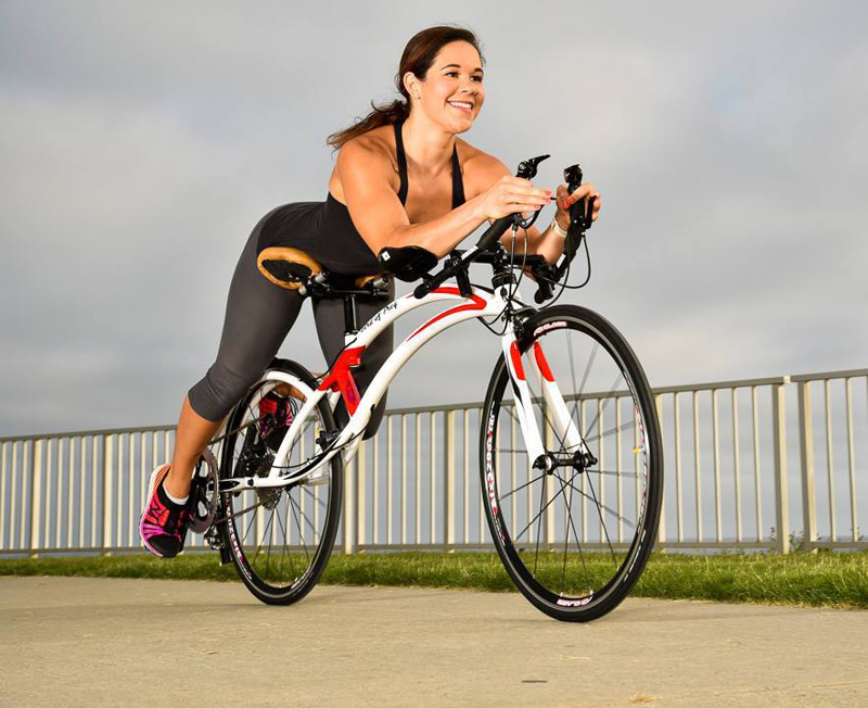 Bicicleta inovadora permite a ciclista pedalar deitado