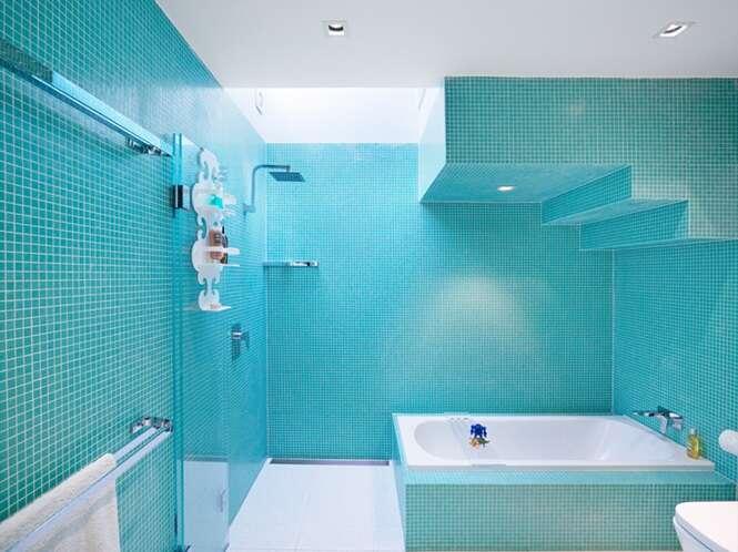 Banheiros em tom azul para inspirar na hora da reforma