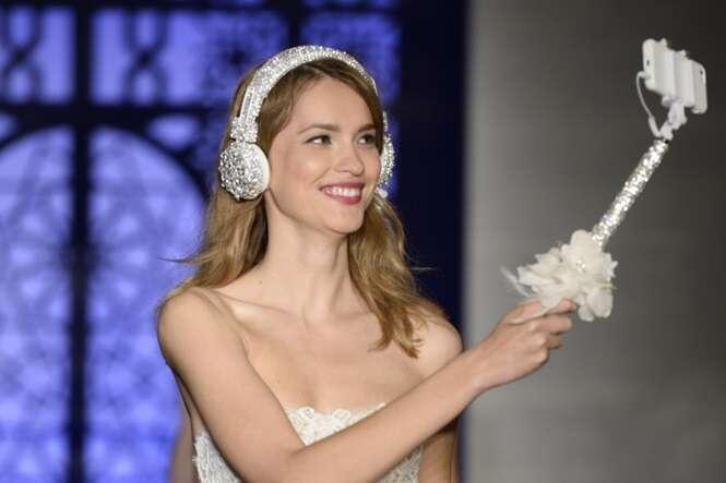Pau de selfie pode se tornar tão importante quanto o vestido da noiva nos casamentos!