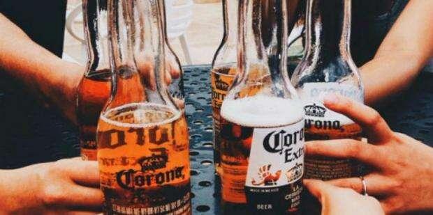 Benefícios que homens que bebem cerveja ganham na hora do sexo