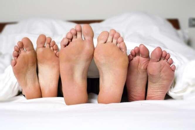 Homem viciado em sexo vive com duas mulheres para saciar vontade