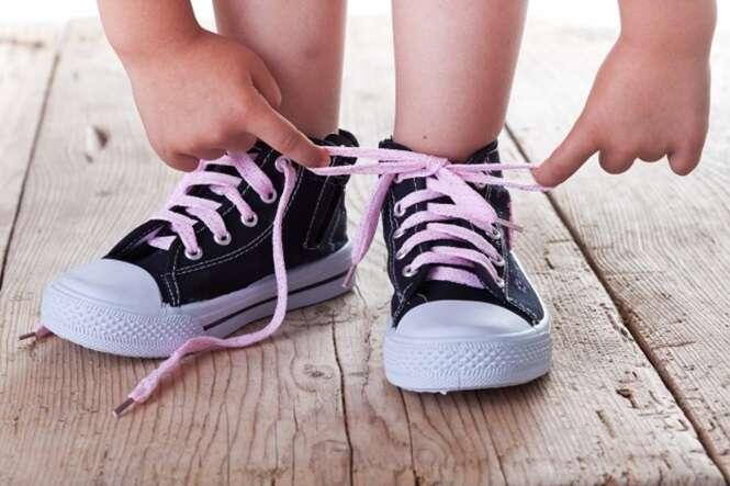 Sabia que você passou a vida inteira amarrando seus calçados de forma errada?