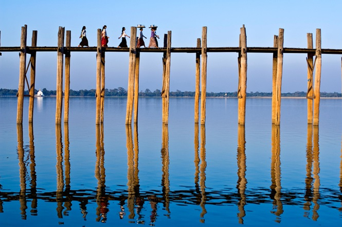 Myanmar (Burma), Mandalay Division, ancient city of Amarapura,Taungthaman lake, the bridge U Bein built in teak 200 years ago