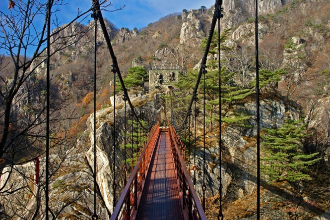 Suspension bridge in Daedunsan Provincial Park, Jeollabuk-Do, South Korea