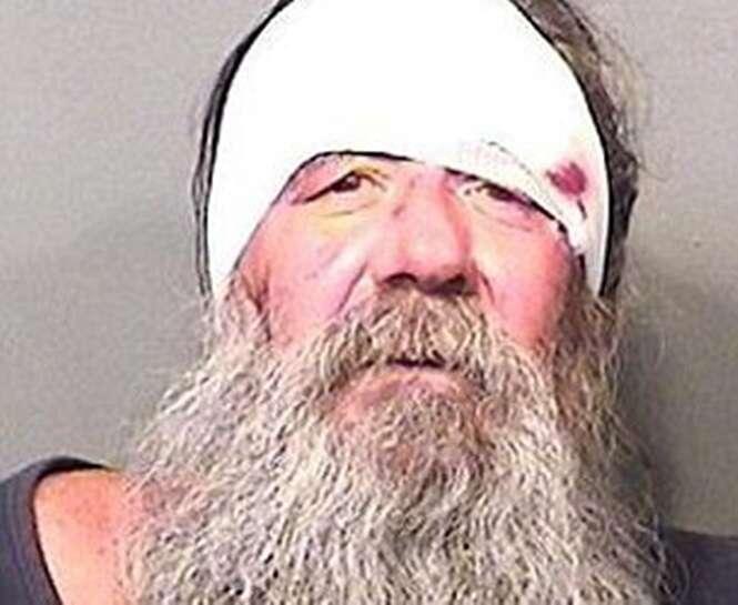 Homem é preso após se recusar passar por teste de bafômetro enquanto dirigia uma cadeira de rodas