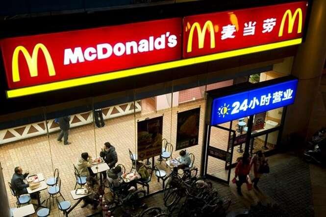 Clientes de McDonald's em Hong Kong comem ao lado de cadáver de moradora de rua