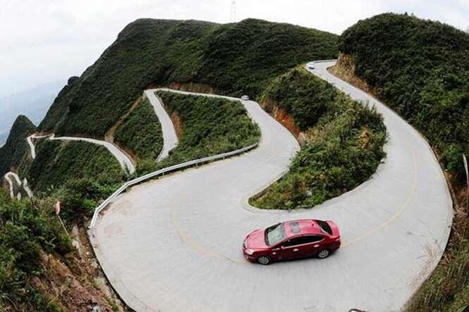 Estrada mais perigosa do mundo atrai turistas para cidade na China